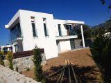 Girne Çatalköy\'de Satılık 3+1 Yeni Havuzlu Villa 275,000 STG