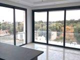 Girne Merkez'de 2 Yatak Odalı Dağ ve Deniz Manzaralı Daire Satılıktır.